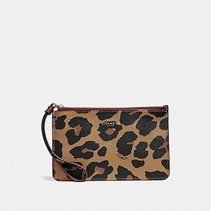 SMALL WRISTLET WITH LEOPARD PRINT (COACH F39079)